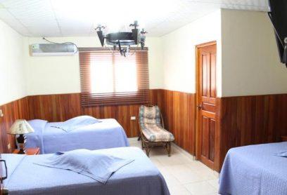 Habitación de 1 Cama Doble y 2 Camas 3/4 (Tipo Superior)
